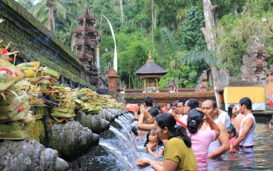 Assistez à une cérémonie balinaise au temple Tirta Empul